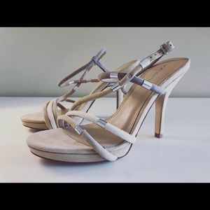 Like New Via Spiga suede sandals - size 7